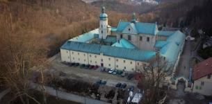 Klasztor w Czernej z lotu ptaka